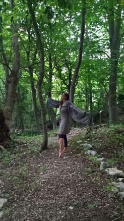 io danzante nella foresta